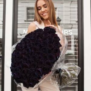 101 черная роза с оформлением, цветы в букете R885