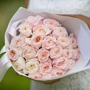 Букет 21 нежная пионовидная роза в крафте R401